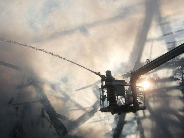 В Казани сгорел ресторан «Нарат» на Лебяжьем озере, пострадавших нет //ВИДЕО