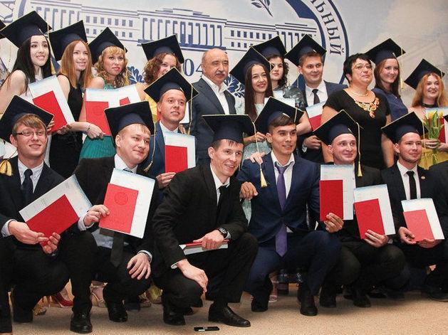 Казанский федеральный университет проводит масштабный опрос выпускников