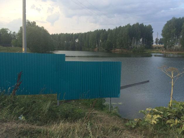 На директора агрофирмы «Кырлай» завели дело за перегороженную забором реку