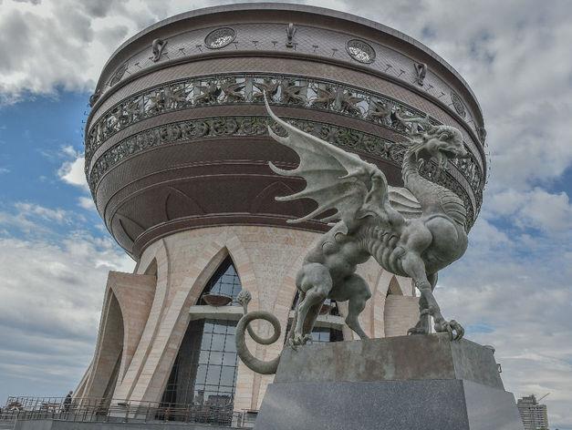 Татарстан потратил на творения Даши Намдакова 290 млн рублей