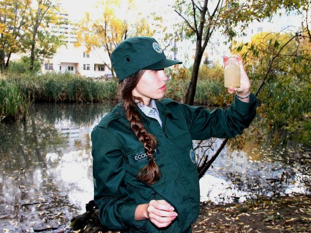 В Казани неизвестные слили нечистоты в озеро на улице Серова