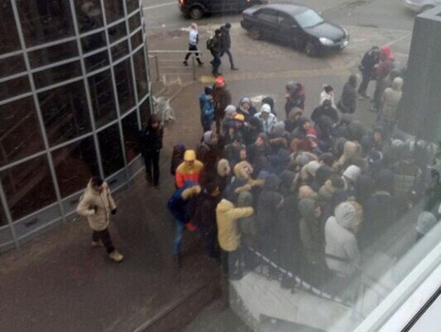 «Чёрная пятница» в Казани: полиция выезжала к штурмующей магазин толпе
