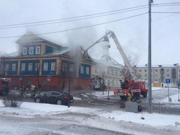 МЧС: горевшее здание в центре Казани находилось на реконструкции
